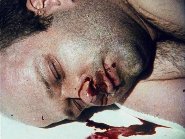 Serial killer Lothar Schramm (Florian Koerner von Gustorf) dies in a domestic mishap in Jörg Buttgereit's Schramm (1993)
