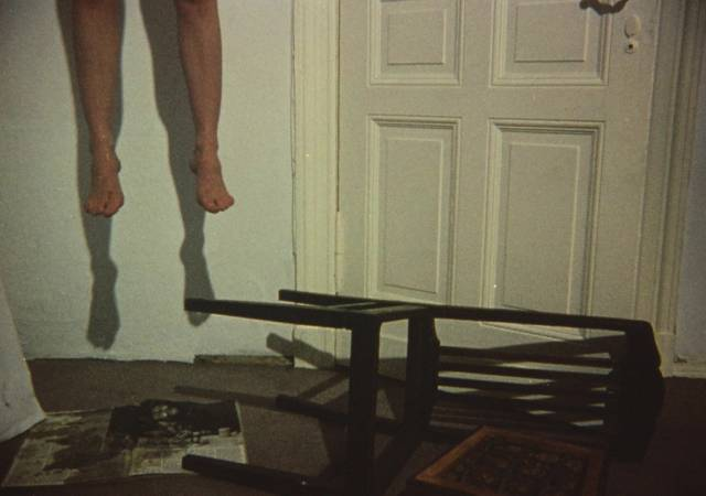 An otherwise unseen woman ends her life inJörg Buttgereit's Der Todesking (1990)