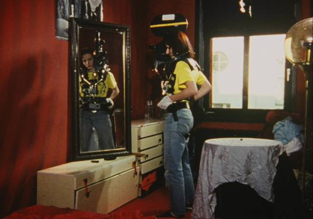 A woman prepares to stage her own celebrity death in Jörg Buttgereit's Der Todeskng (1990)