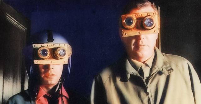 Robert Hutton and Zia Mohyeddin use home-made equipment to spot aliens in Freddie Francis' They Came From Beyond Space (1967)