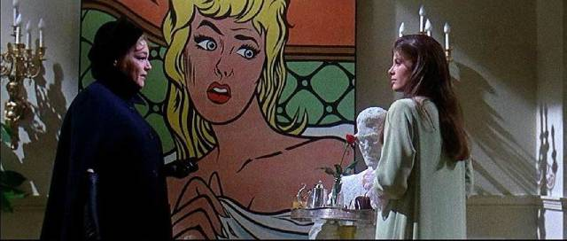 Con artist Lisa Schindler (Simone Signoret) draws Jennifer (Katherine Ross) in in Curtis Harrington's Games (1967)