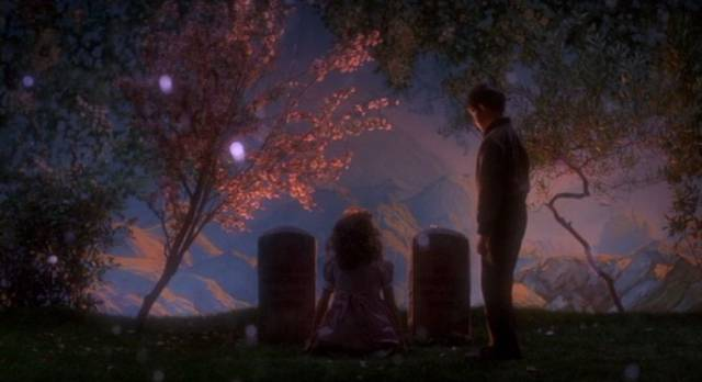 A young boy befriends the ghost of a murdered girl in Frank LaLoggia's Lady in White (1988)