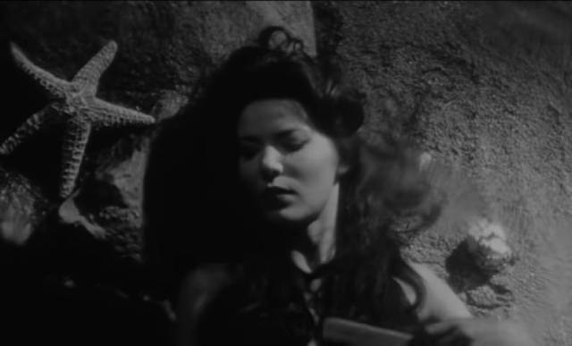 Sideshow attraction Mora (Linda Lawson) believes that she's a mermaid in Curtis Harrington's Night Tide (1961)