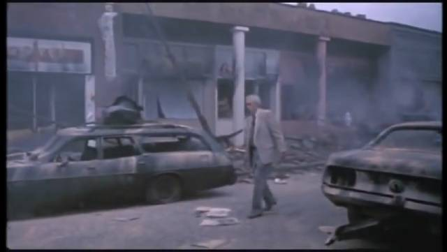 A doctor (Jason Robards) wanders through the ruins in Nicholas Meyer's The Day After (1983)