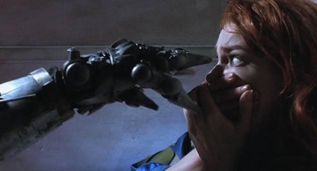 Artist Jill (Stacey Travis) inadvertently awakens a killer robot in Richard Stanley's Hardware (1990)