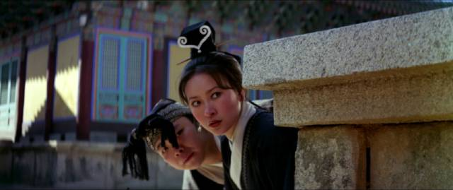Gold Lock (Ming-Tsai Wu) and White Fox (Hsu Feng) sneak around the temple in search of a valuable scroll in King Hu's Raining in the Mountain (1979)