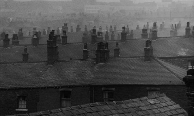 The bleak atmosphere of working class life in post-war Britain in Bryan Forbes' The Whisperers (1967)