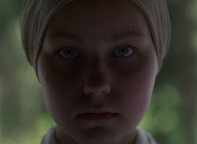 Glasha (Olga Mironova) briefly becomes Flyora (Alexei Kravchenko)'s companion as the world sinks into horror in Elem Klimov's Come and See (1985)