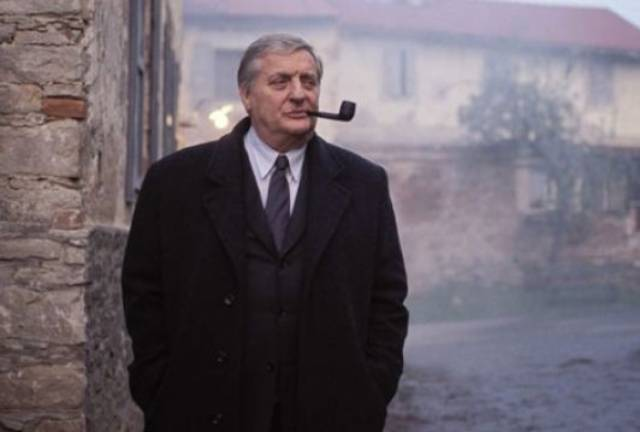 Bruno Cremer as Commissaire Maigret with his ubiquitous pipe