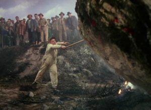 """The locals think there's money to be made from the """"meteor"""" in Byron Haskin's The War of the Worlds (1953)"""