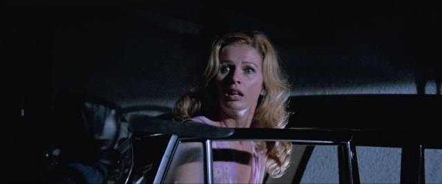 Cousin Jenny (Evelyn Stewart) is surprised by the killer in Umberto Lenzi's Knife of Ice (1972)