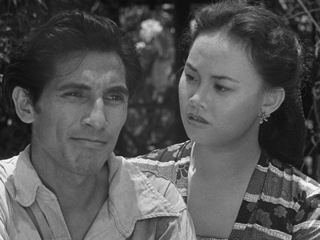 Iskandar (A.N. Alcaff) feels little connection with his fiancee Norma (Netty Herawaty) in Usmar Ismail's After the Curfew (1954)