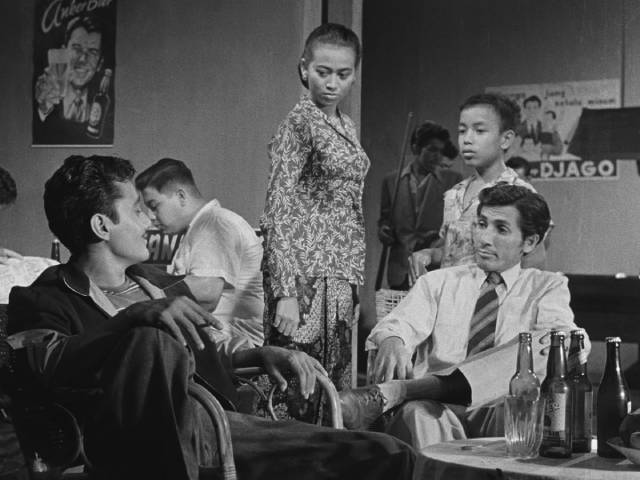 Iskandar (A.N. Alcaff) learns more from former squadmate Puja (Bambang Hermanto) in Usmar Ismail's After the Curfew (1954)