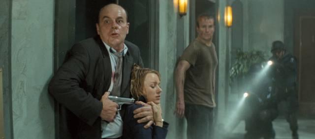 Unethical scientist Gunter Steinberg (Michael Ironside) loses it in Dick Maas' Down (2001)