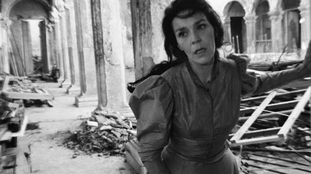 Raquel Revuelta as the first of three women caught up in Cuban history in Humberto Solas' Lucia (1968)