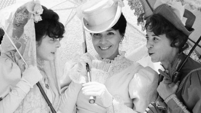 Lucia (Raquel Revuelta)'s class privilege hasn't yet been challenged by war in Humberto Solas' Lucia (1968)