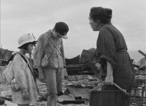 Children lost in the ruins, looking for their home and parents in Hideo Sekigawa's Hiroshima (1953)