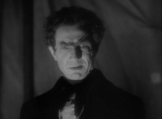 Bela Lugosi as the sinister Dr. Mirakle in Robert Florey's Murders in the Rue Morgue (1932)