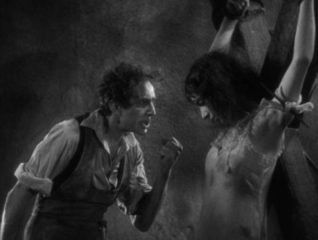 Dr. Mirakle (Bela Lugosi) performs unwholesome experiments on prostitutes in Robert Florey's Murders in the Rue Morgue (1932)