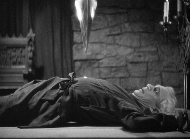 Judge Thatcher (Samuel S. Hinds) trapped under the pendulum in Richard Vollin (Bela Lugosi)'s basement in Lew Landers' The Raven (1935)