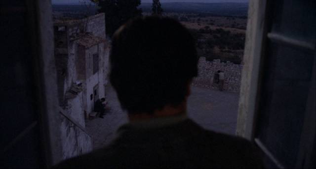 Isolated together, three brothers mourn their dead mother in Francesco Rosi's Three Brothers (1981)