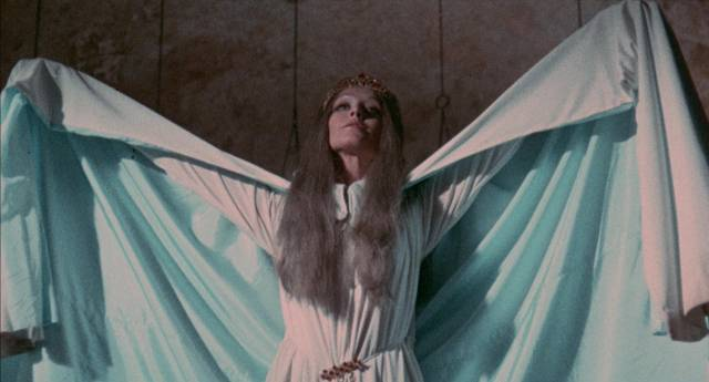 Hannah the vampire (Teresa Gimpera) is unleashed in Ray Danton/Julio Salvador's Crypt of the Living Dead (1973)