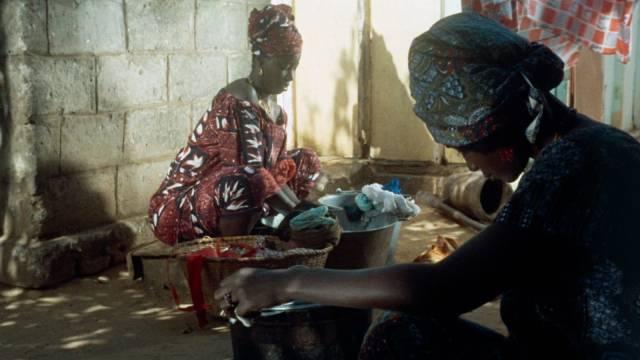 Mety (Ynousse N'Diaye) and Aram (Isseu Niang) maintain the household by balancing various debts in Ousmane Sembene's Mandabi (1968)