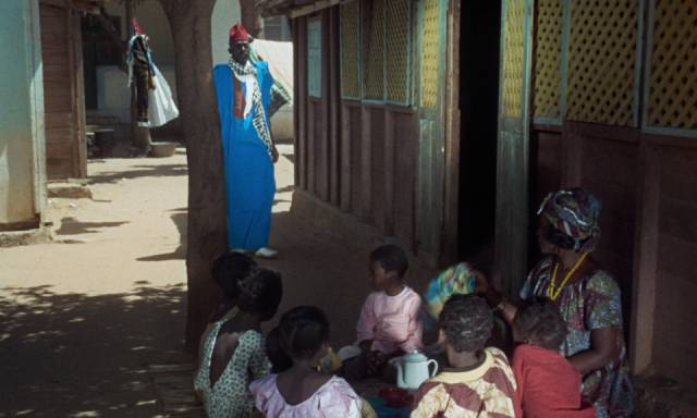 Neighbours hear of the money order and come looking for help in Ousmane Sembene's Mandabi (1968)