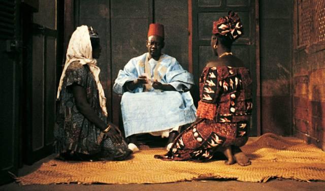 Wives Mety (Ynousse N'Diaye) and Aram (Isseu Niang) present the money order to Ibrahim (Makhouredia Gueye) in Ousmane Sembene's Mandabi (1968)