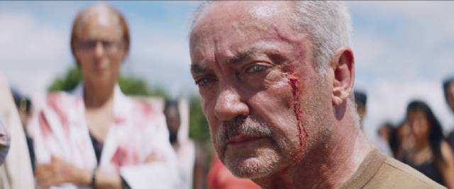 The villagers turn the tables on the hunters and their guide (Udo Kier) in Kleber Mendonça Filho and Juliano Dornelles's Bacurau (2019)