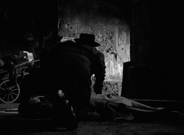 A killer stalks the streets of Montmartre in Jean Delannoy's Maigret Sets a Trap (1958)