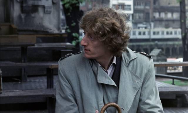 Artist Mikel Orbea (Enrique San Francisco) tries to help Paco (Jose Luis Manzano) break his heroin habit in Eloy de la Iglesia's El Pico (1983)