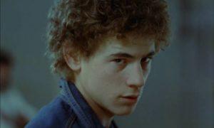 El Jaro (Jose Luis Manzano) turns to petty crime and drugs in Eloy de la Iglesia's Navajeros (1980)
